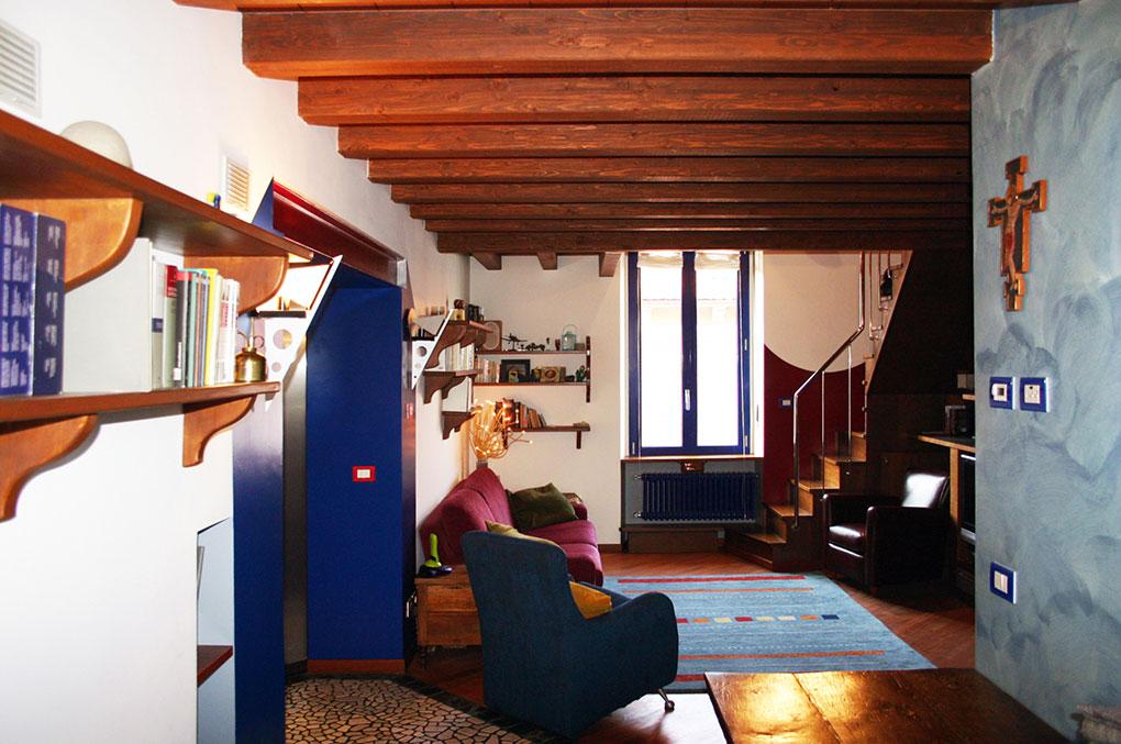 Abitare su due livelli - Solaio in travi lamellari e tavelle di cotto
