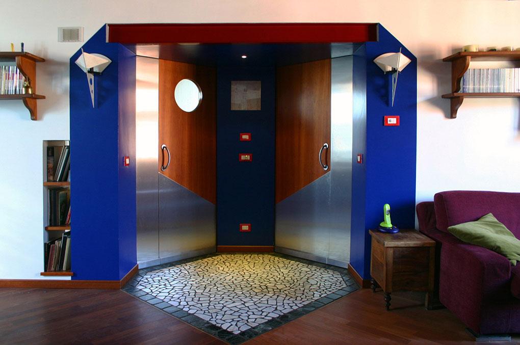 Abitare su due livelli - Vista dall'ingresso e tappeto di ciottoli