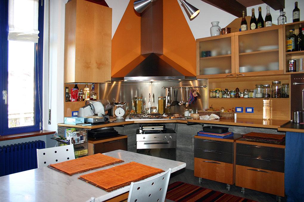 Abitare su due livelli - Vista della cucina