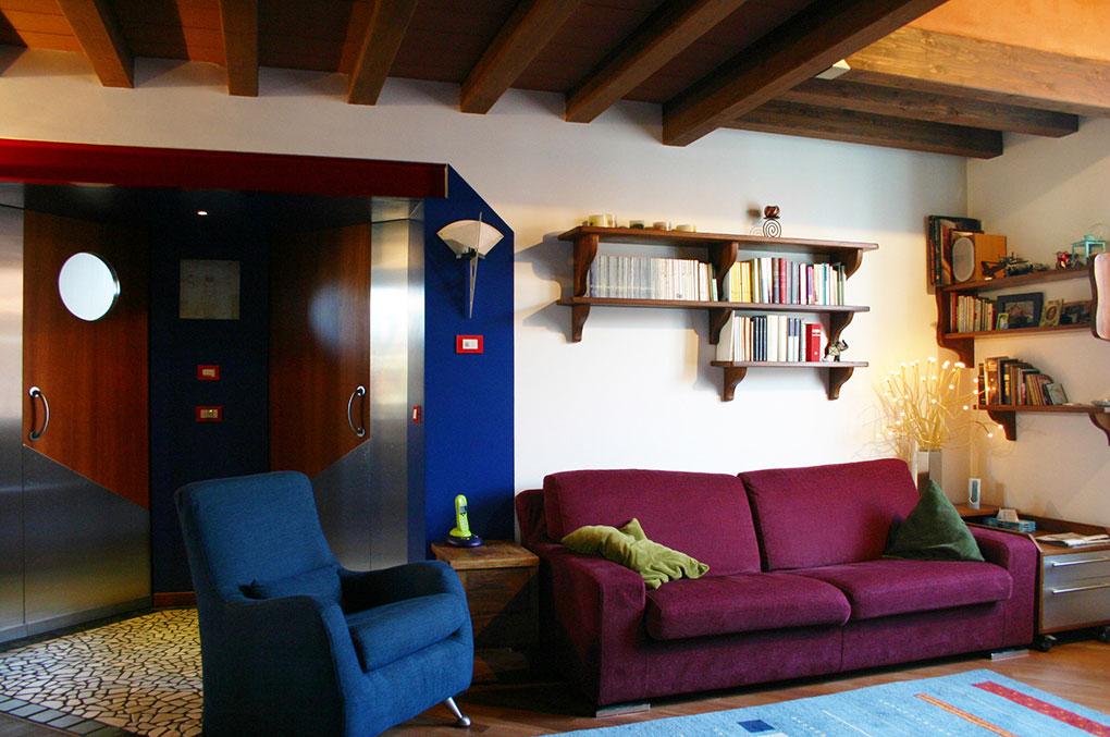 Abitare su due livelli - Vista sul soggiorno