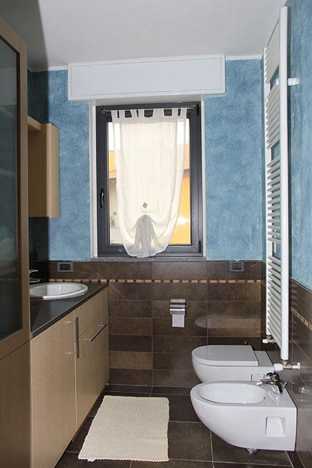 Appartamento con mansarda - Bagno con sanitari sospesi