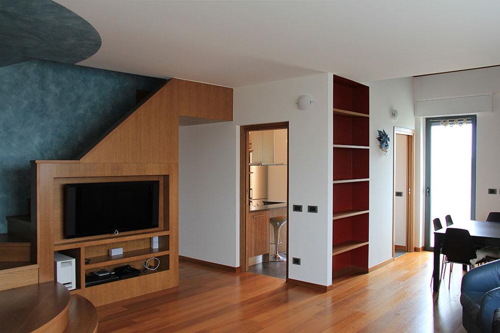 Appartamento con mansarda - Scala che porta al piano superiore
