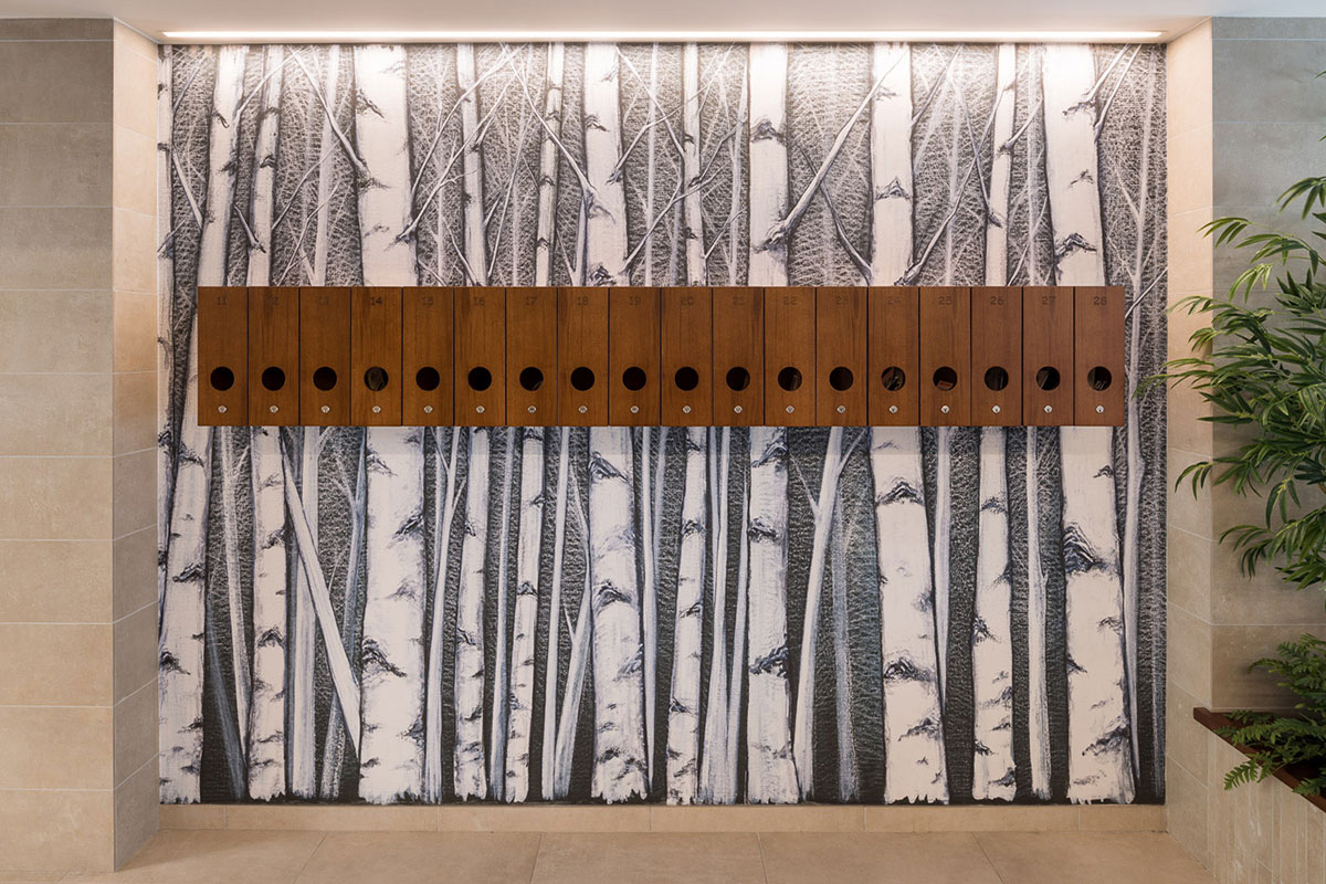 Atrio condominiale via De Alessandri - Caselle della posta in legno