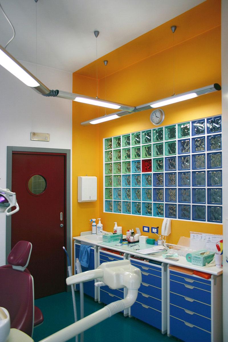 Colore arredo - Un volume virtuale che racchiude il banco operativo studio dentistico