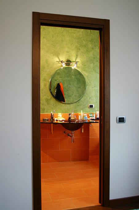Entrare in un open space - Via Leonardo Bagno con lavello in vetro sospeso