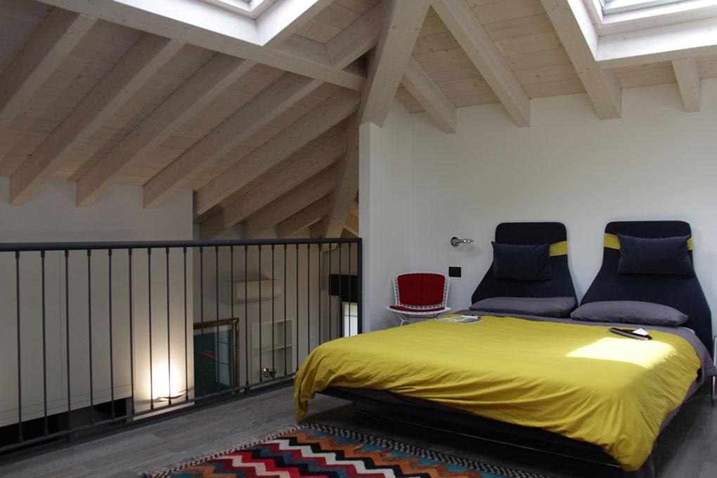 Il sottotetto diventa loft - Camera da letto in open space