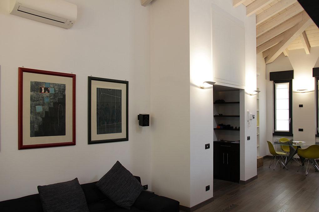 Il sottotetto diventa loft - Zona divani