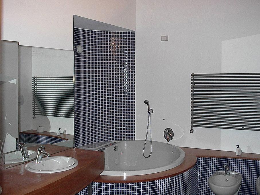 Loft - Bagno annesso camera da letto con vasca tonda