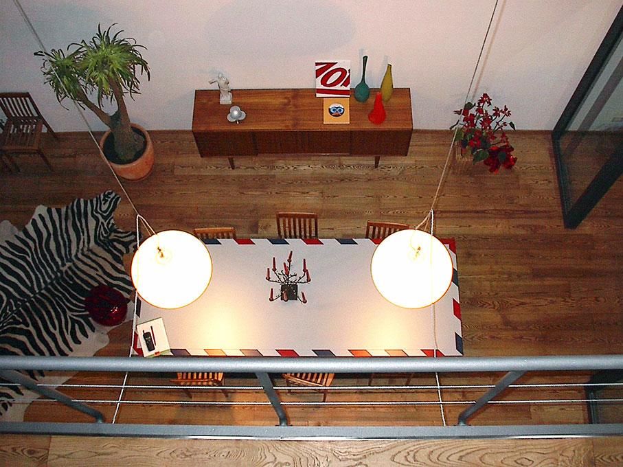 Loft - Tavolo da pranzo visto dalla passerella