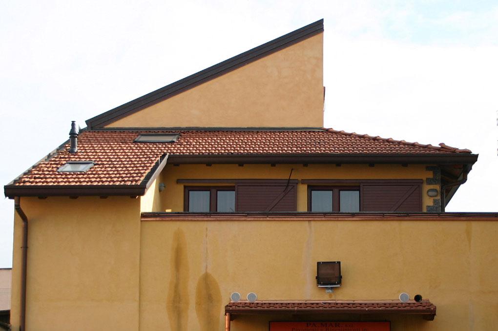 Loft con sopralzo - Prospetto capannone con loft