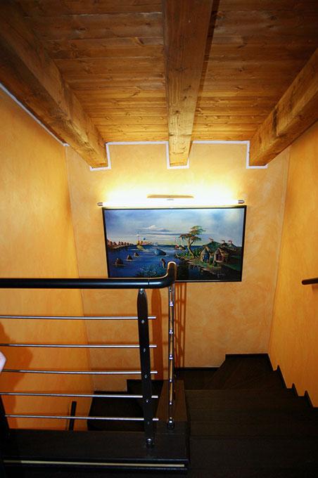 Loft con sopralzo - Scala interna di accesso alla mansarda