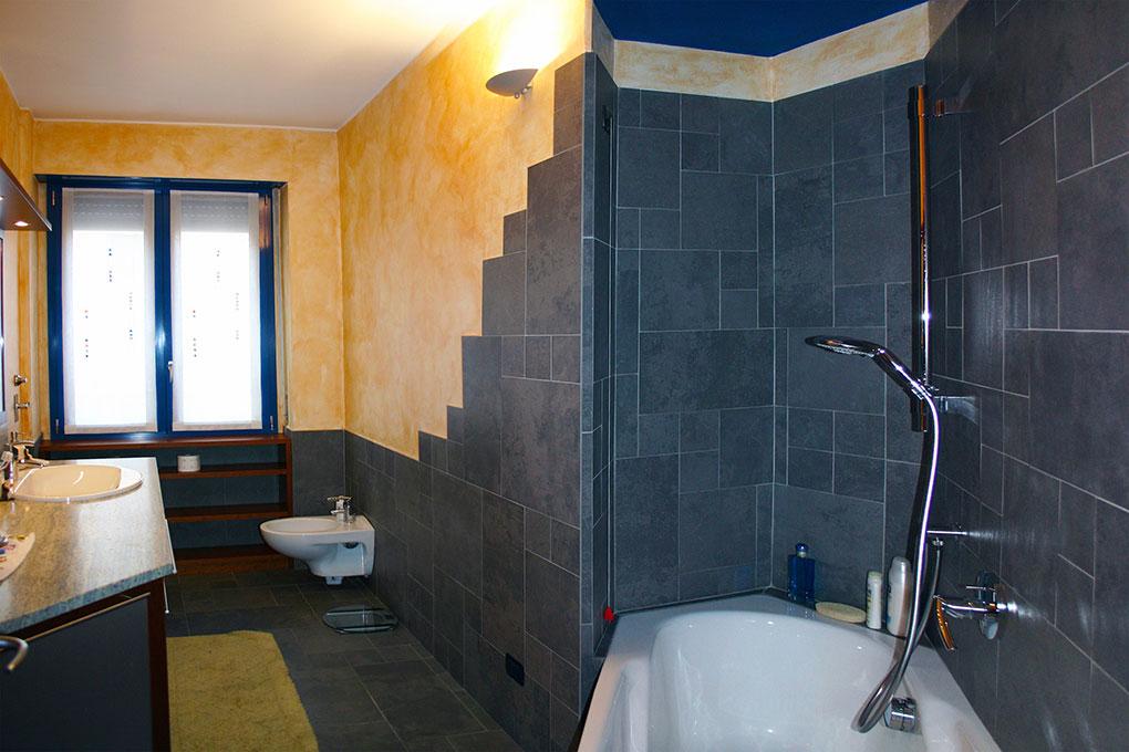 Realizzare un secondo bagno - Corso Buenos Aires Bagno con vasca con angolo doccia