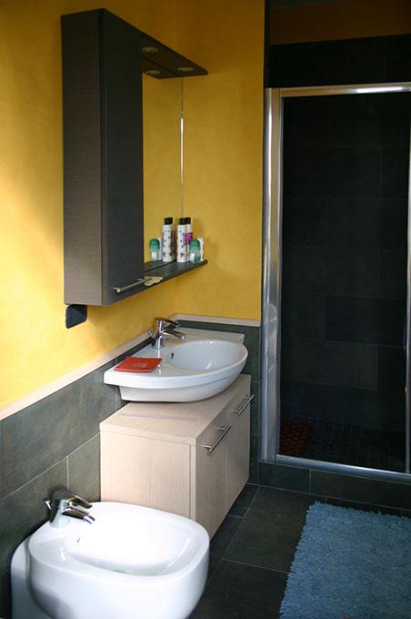 Terrazzo con appartamento - Via Montegani Bagno piccolo completo 4 sanitari
