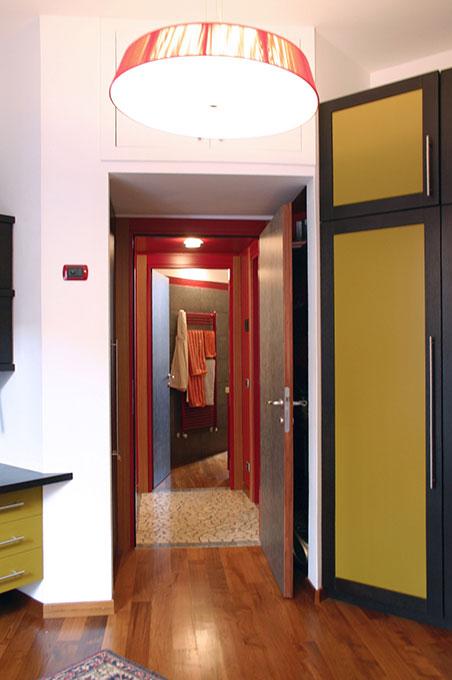 Un quadrato perfetto - Via Menzini Infilata prospettica camera e bagno