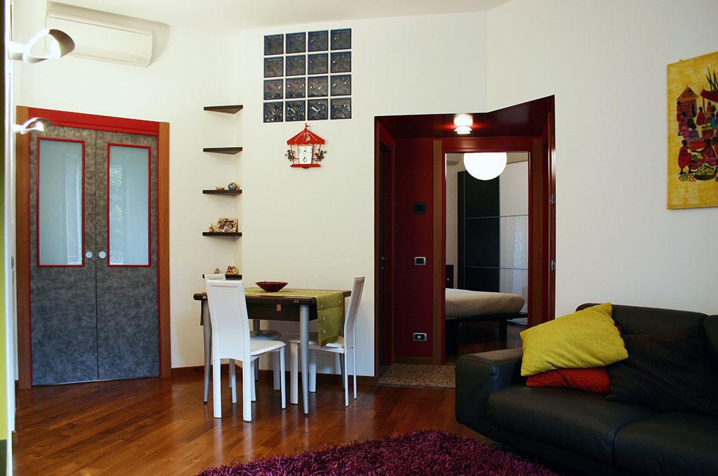 Un quadrato perfetto - Via Menzini Infilata prospettica soggiorno camera da letto matrimoniale