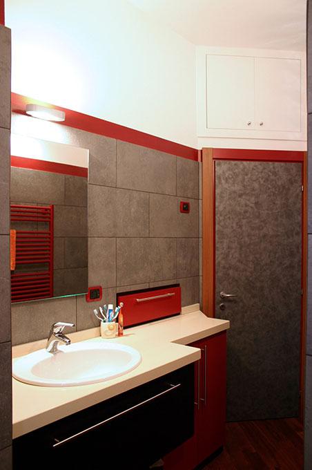 Un quadrato perfetto - Via Menzini Mobile lavabo con lavatrice incassata