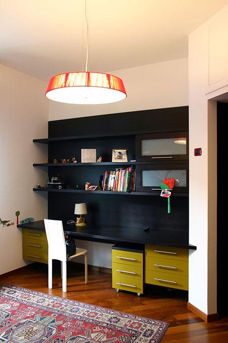 Un quadrato perfetto - Via Menzini Scrivania e libreria incassata camera singola