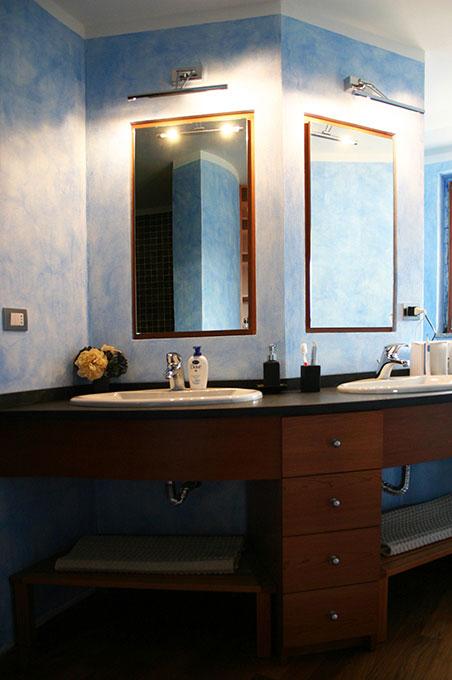 Unione di due appartamenti - Via Cavour Bagno con specchi incassati