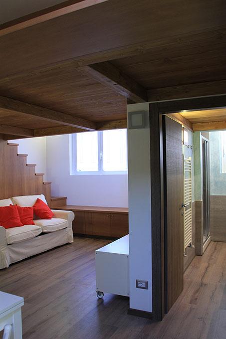 Vivere in soffitta - Via Pellizza da Volpedo Soppalco in legno zona giorno