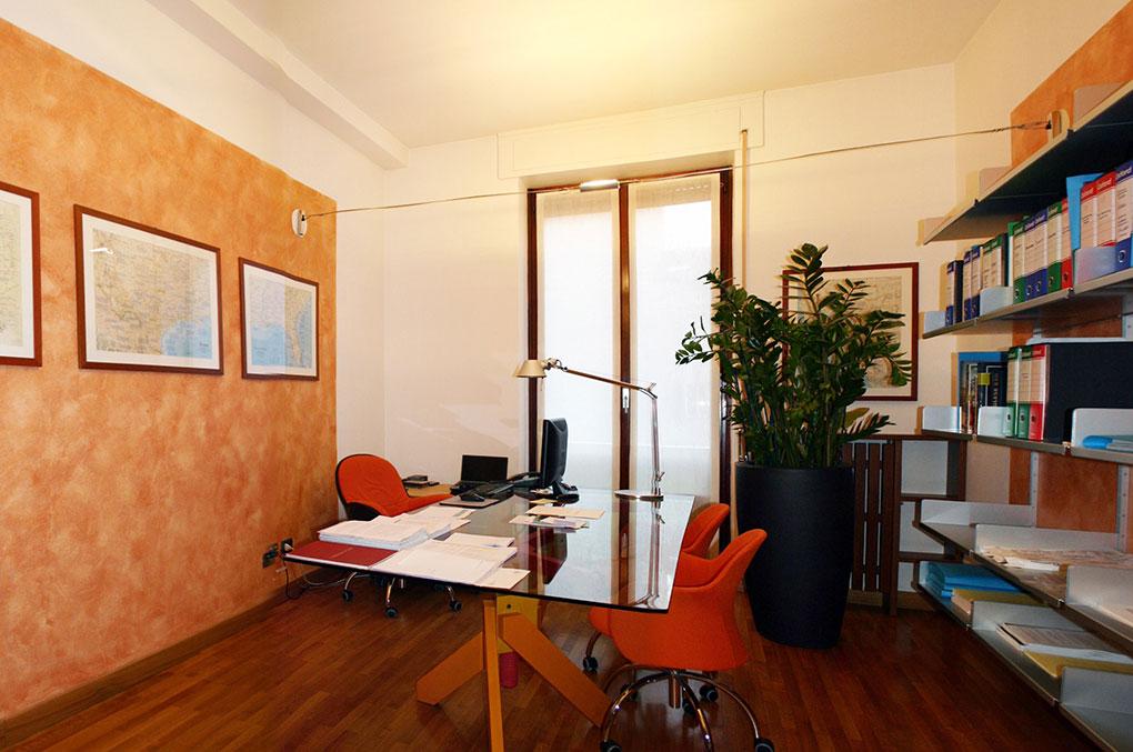 Arredamento uffici - Europa Investimenti - Ufficio con libreria