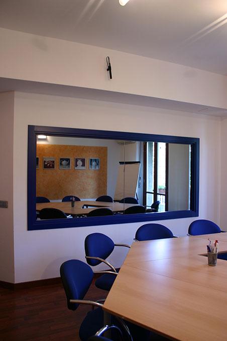 Immagine aziendale - Cristal - Sala riunioni con specchio di osservazione