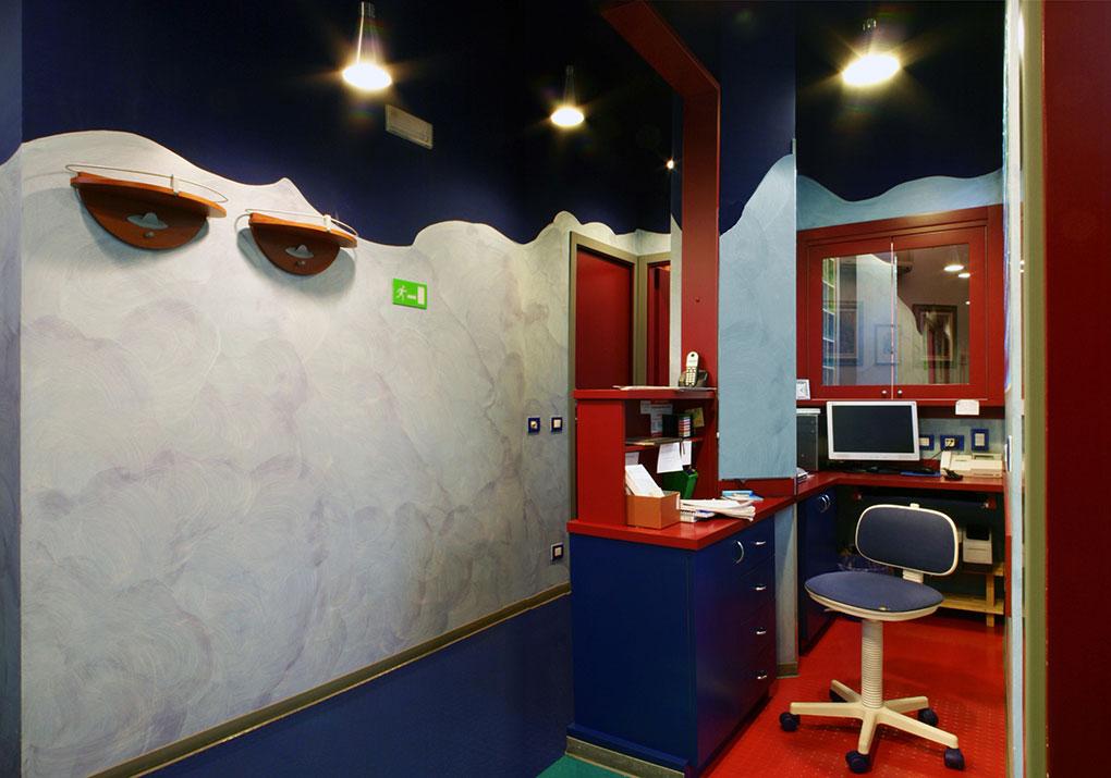 Progettazione studi dentistici - Bancone reception