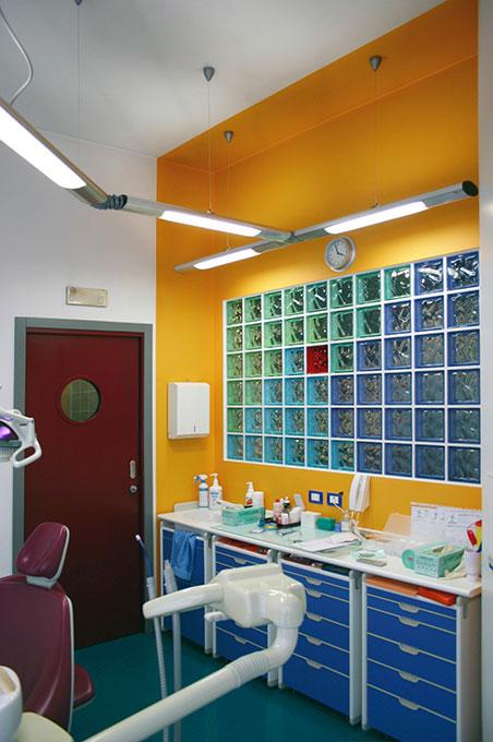 Progettazione studi dentistici - Riunito parete vetrocemento