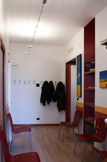 Studi dentistici via Cusani - Allestimento sala attesa
