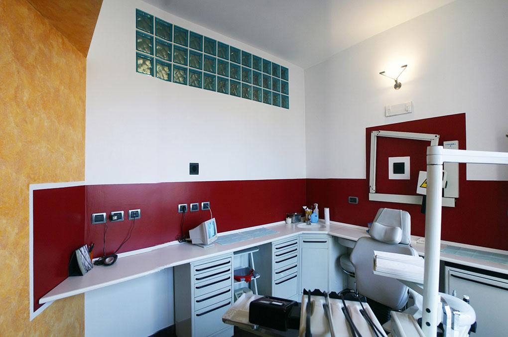 Studi dentistici via Cusani - Colori e vetrocemento