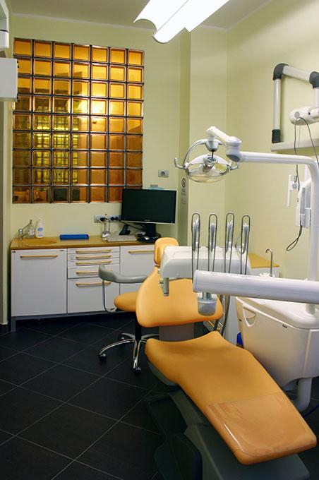 Studio dentistico via Cannobio - Sala riunito con vetrocemento